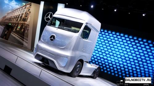 Mercedes-Benz-Future-Truck-2025-na-vystavke